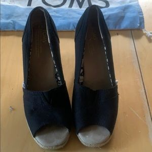 TOMS WEDGE SIZE 6